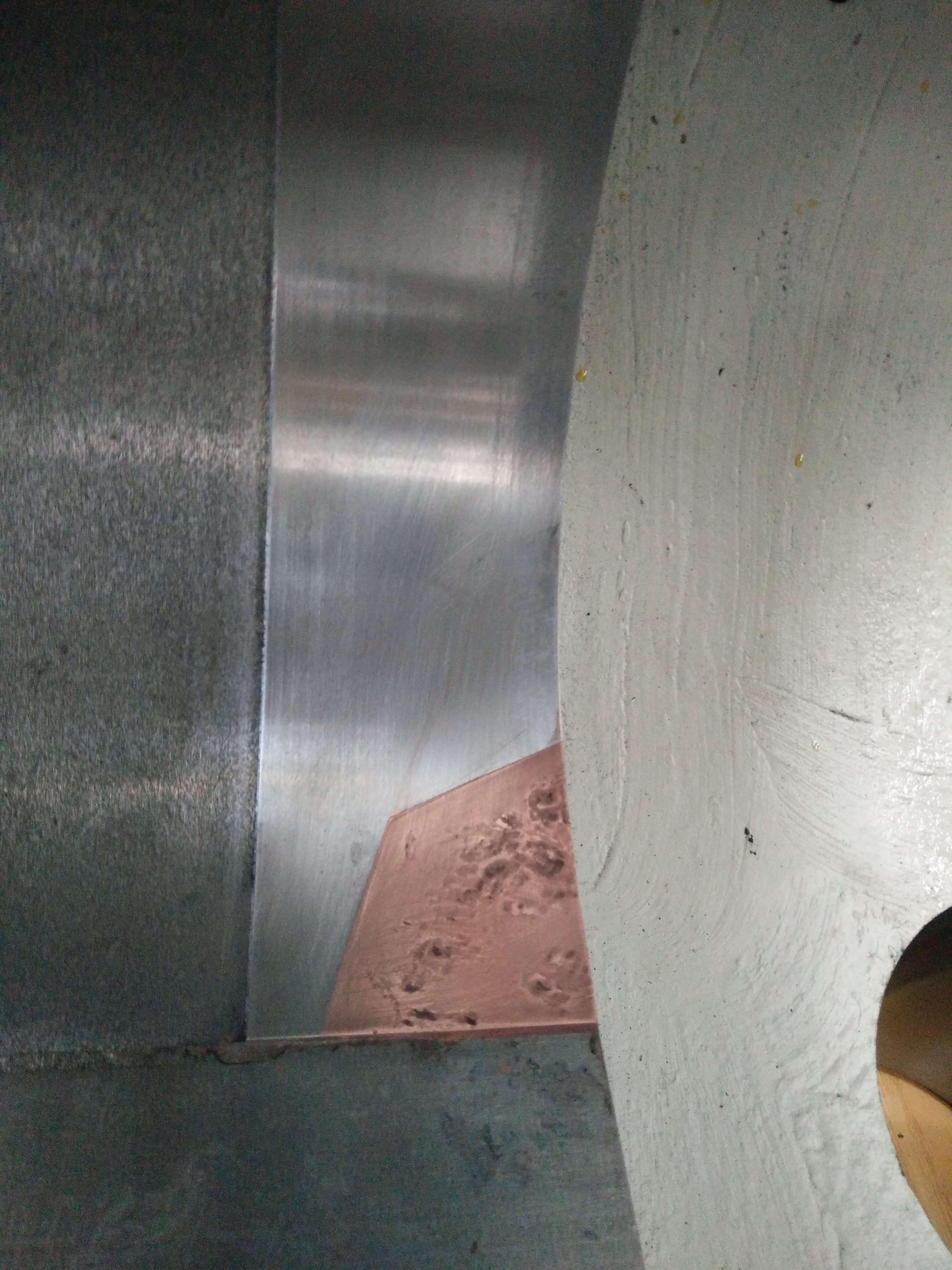Lunkernest in einem Gehäuse durch Tampongalvanisieren mit Kupfer aufgefüllt