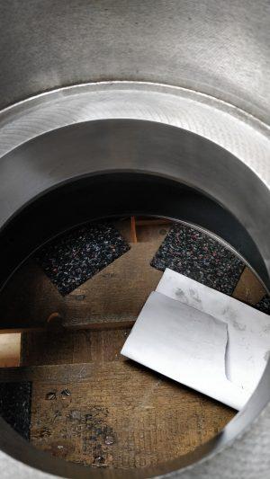 Durch Tampongalvanisieren reparierte Riefe mit Kobalt überzogen